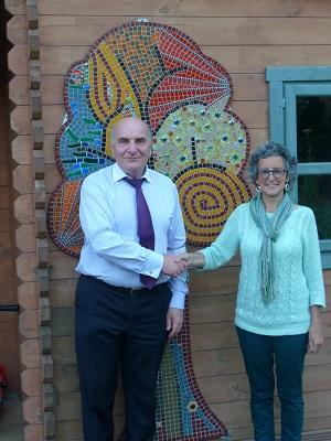 Steve Pound MP with Rosanna and Log Cabin Autumn Tree